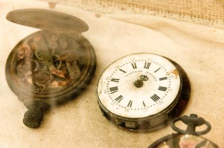 Musée Volcanologique de Franck-Perret: objets retrouvés dans les décombres après 1902